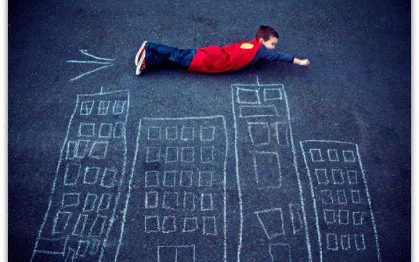Idei de activități cu creta pe asfalt ce le adoră copiii de toate vârstele