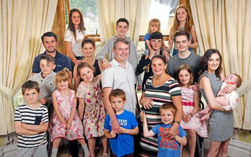 Cea mai numeroasă familie din Anglia sărbătorește nașterea celui de-al 20-lea copil