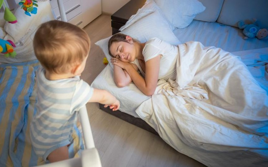 Specialiști: Copiii care se trezesc noapte mai des sunt mai inteligenți