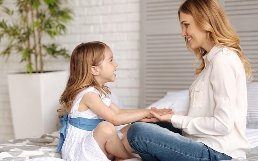 Profesor Montessori: 10 fraze care te pot ajuta să-ți exprimi afecțiunea față de copil