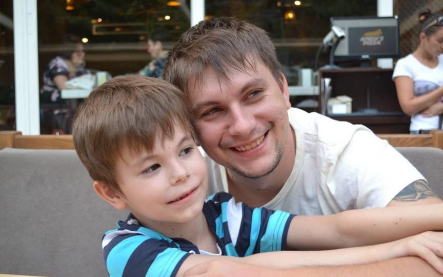 EMOŢIONANT: Cum i-a schimbat autismul viața unui tată din Moldova!