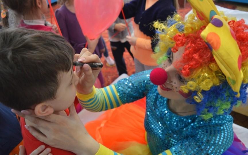 Show-urile pentru copii care îmbină distracția cu educația