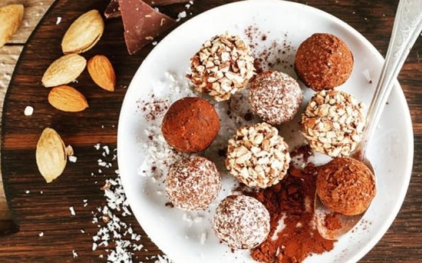 3 rețete super delicioase de bomboane sănătoase pentru copii