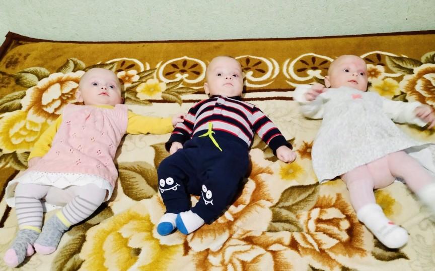 Povestea familiei de moldoveni care după 7 ani de încercări au conceput absolut natural tripleți