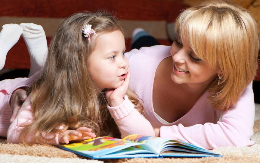 Top 8 motive de ce să-i citești copilului povești