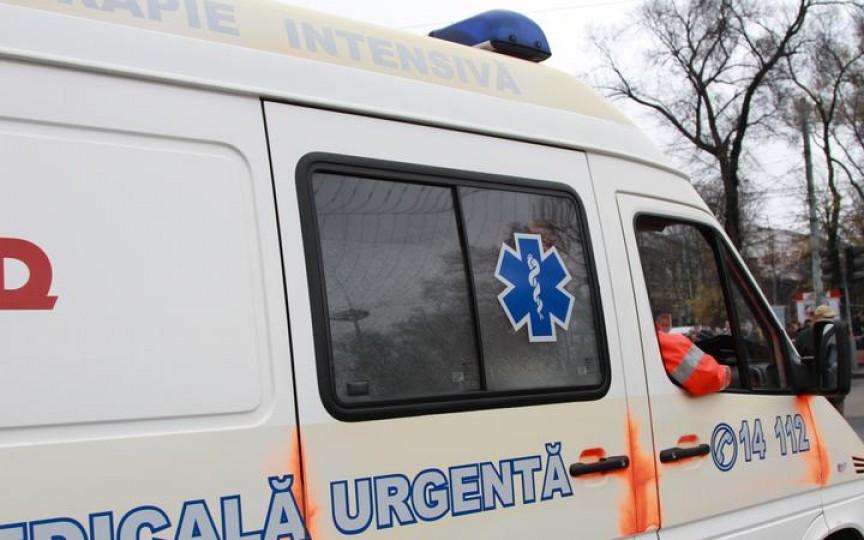 Un copil de 2 ani a ajuns în stare gravă la spital după ce a căzut în groapa cu bălegar