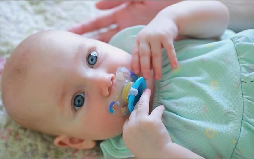 Totul despre botulism, de care se poate îmbolnăvi un bebeluș căruia i se dă mierea de albine
