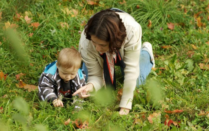 Plimbarea cu micuțul poate deveni un joc distractiv