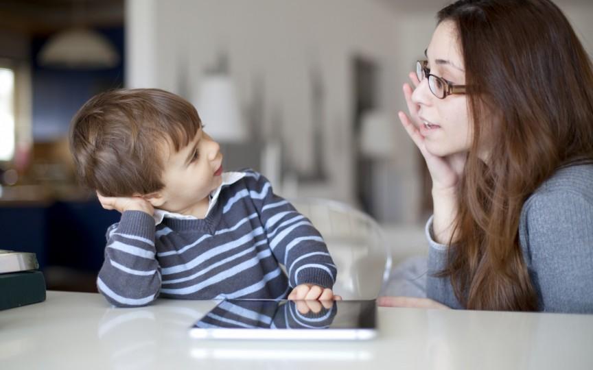 4 fraze pe care să le folosești conform metodei Montessori pentru a educa un copil sigur pe el
