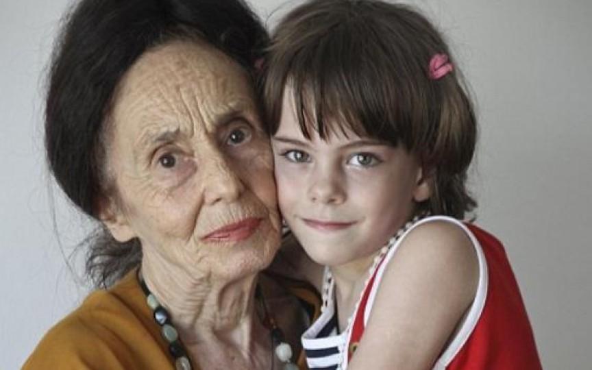 A născut la 66 de ani şi visează să devină bunică