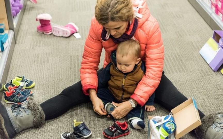 Medicii ortopezi atenționează: Nu se recomandă refolosirea pantofiorilor pentru copii