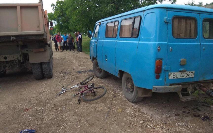 Copil strivit de roțile unui camion în satul Cotiujenii Mici