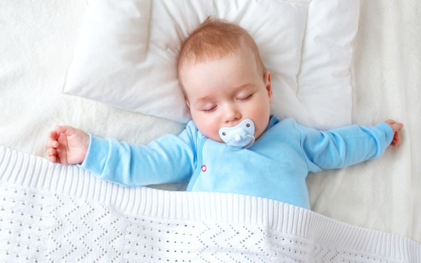 (VIDEO) O metodă super ușoară de a adormi bebelușul