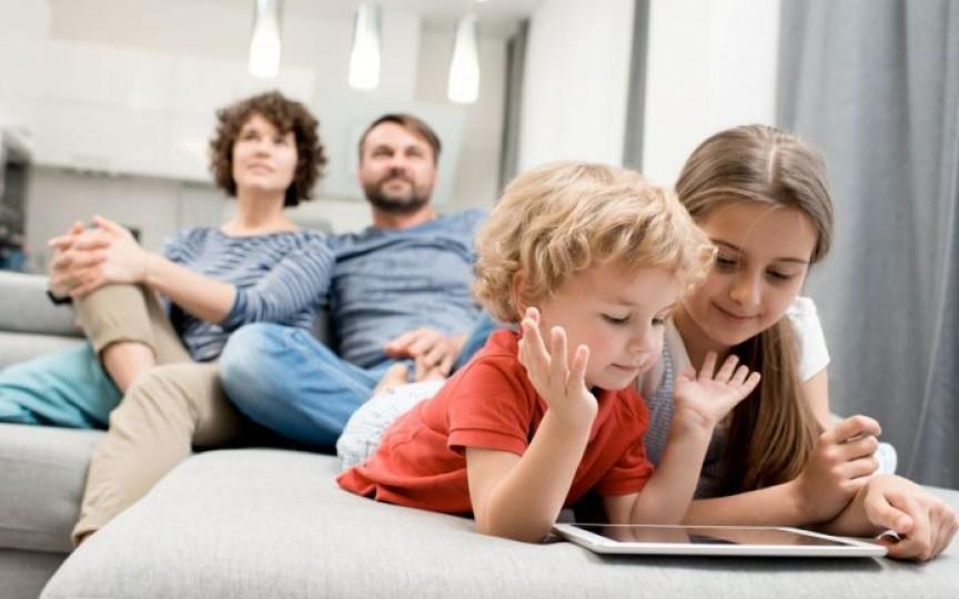 Confesiunile unei mame: Iată de ce copiii mei au voie cu tableta și telefonul!
