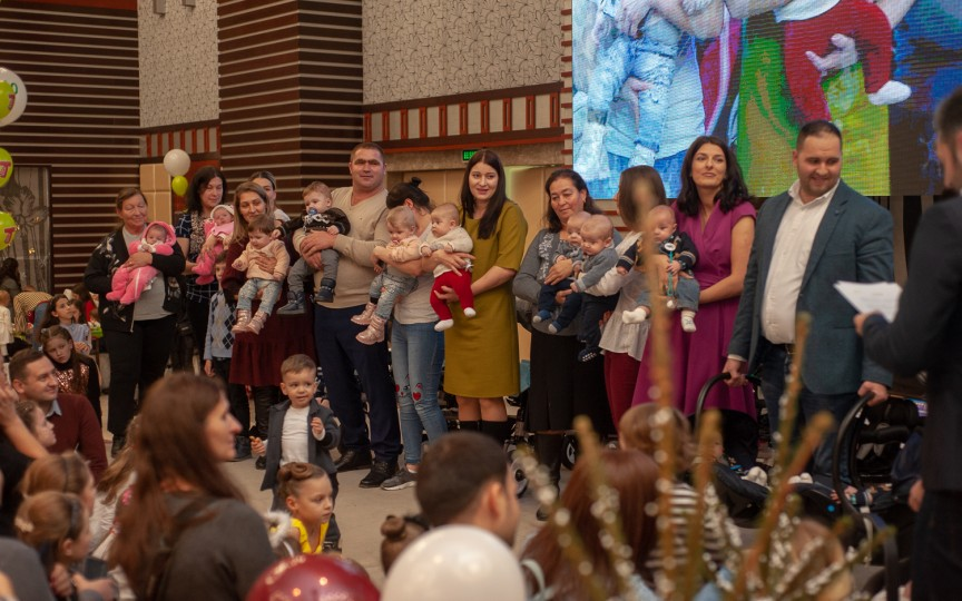 De sărbători am reușit să facem mai fericite 7 familii cu tripleți din țară