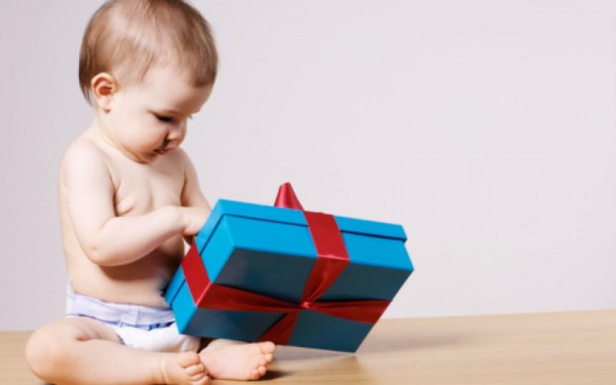 35 IDEI originale de cadouri pentru nou-născuți