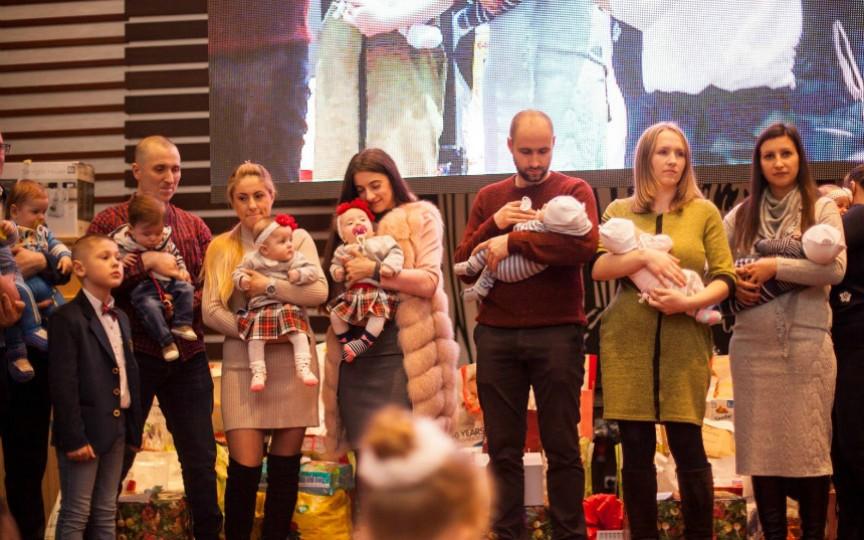 Magie de sărbători pentru familiile cu tripleți din țară!