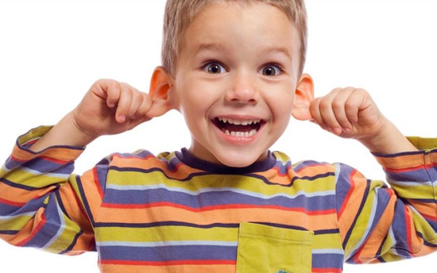 Vedeţi cum se descurcă mămicile moderne la capitolul igiena urechiuşelor
