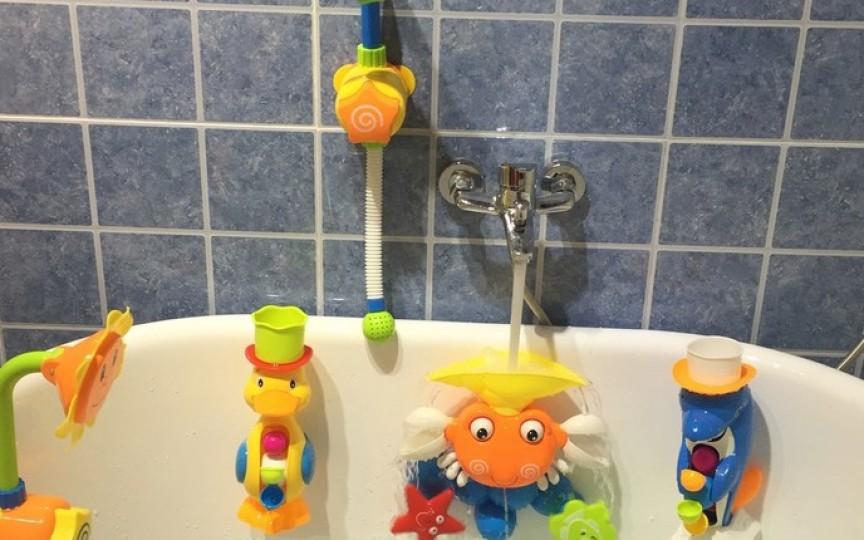 Un bebeluș a fost pe punctul de a se îneca după ce a fost lăsat fără supraveghere în baie cu fratele de 2 ani