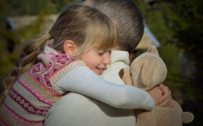 Copiii părinţilor aflaţi peste hotare se confruntă cu probleme psihologice