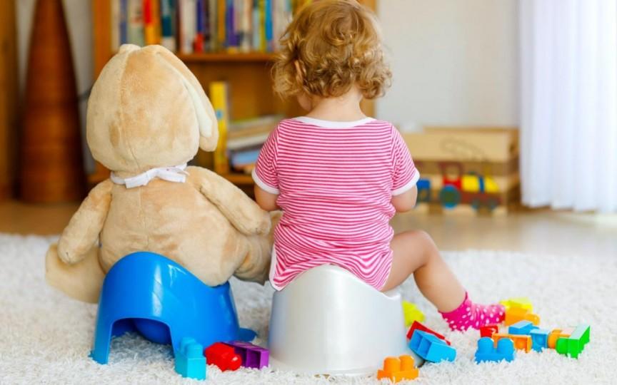 Cum și când e bine să împrietenim copiii cu oliţa ca să renunţe la scutece