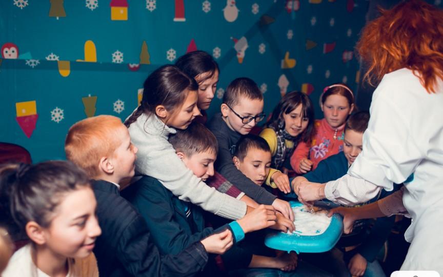 Misiune imposibilă îndeplinită: Au adus zâmbete pe chipurile unor copii nefericiţi