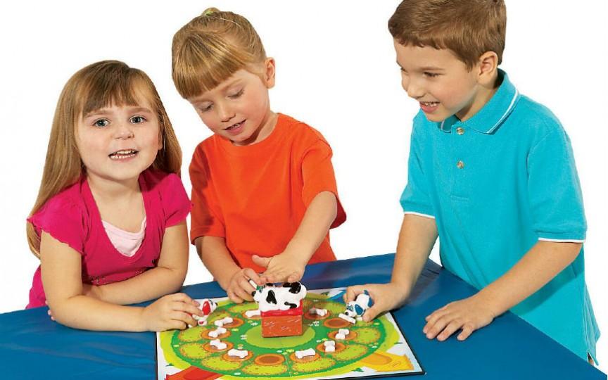 Top 4 jucării moderne care îi pot face rău copilului