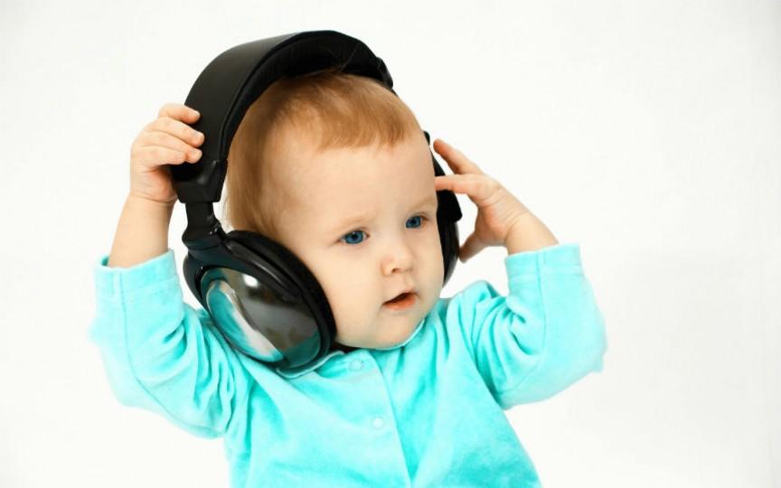 Cum se dezvoltă auzul copilului de la naștere și până la vârsta de un anișor