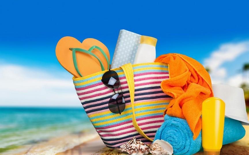 Ce trebuie să conțină geanta ta atunci când mergi la plajă cu copilul