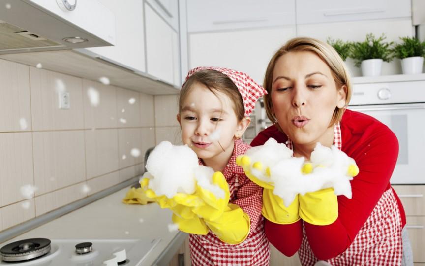 Cum scoateţi petele dificile fără soluţii chimice. Sfaturi practice