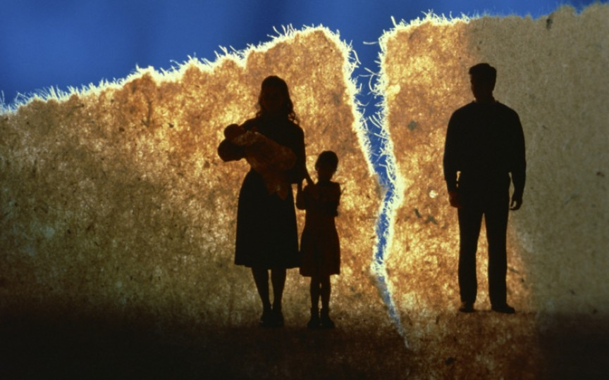 UE a decis că divorţul nu trebuie să discrimineze bărbaţii în cererea de tutelă pentru copii