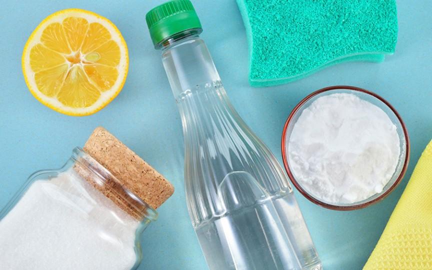 Soluții de curățare pe care le poți face folosind produse din gospodărie