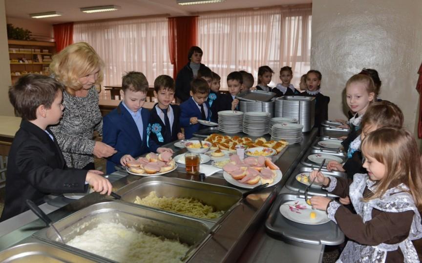 Bufetul suedez va fi implementat încă în cinci şcoli din Chișinău