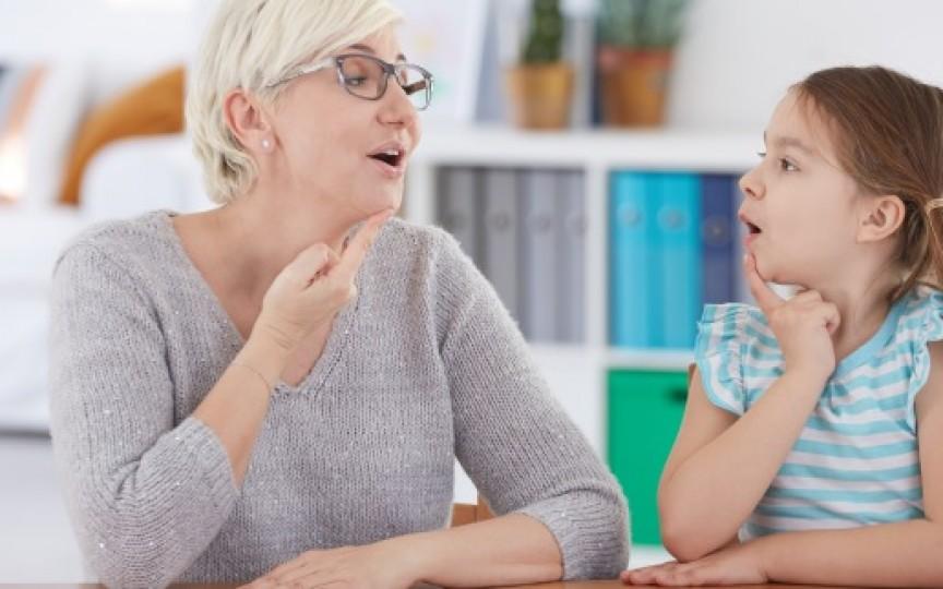 Cum îți dai seama dacă ar trebui să mergi la logoped cu copilul? Semne de alarmă
