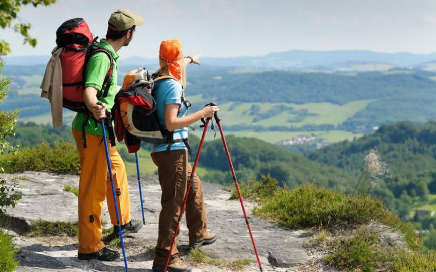 Hai la drumeții în Codri! Te relaxezi, faci sport și dai o mână de ajutor naturii!