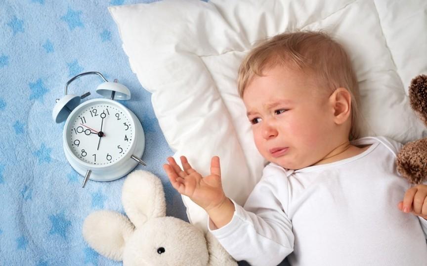 Copilul adoarme greu? Iată cele mai bune alimente pentru un somn liniștitor!