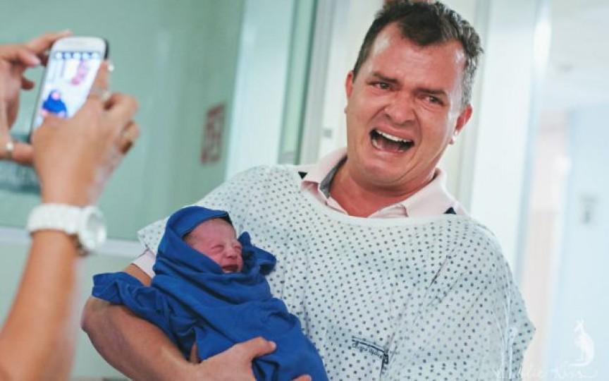 10 imagini emoționante cu tătici care au participat la nașterea copilașilor