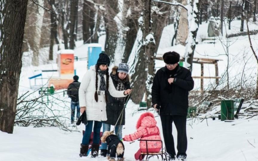 Ciocolată fierbinte, vată dulce și baloanele gratuite pentru toți vizitatorii Parcului Valea Trandafirilor