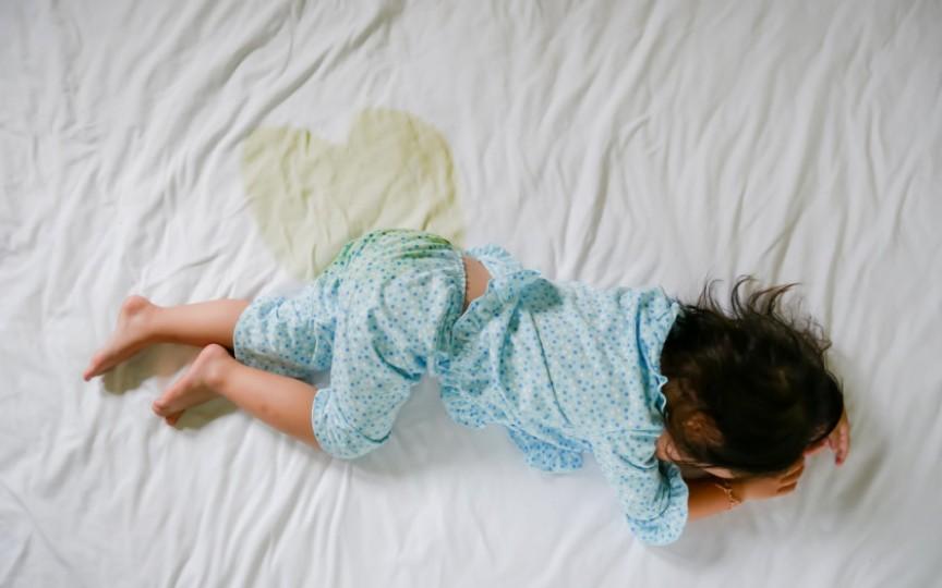 De ce copilul încă face pipi în pat?