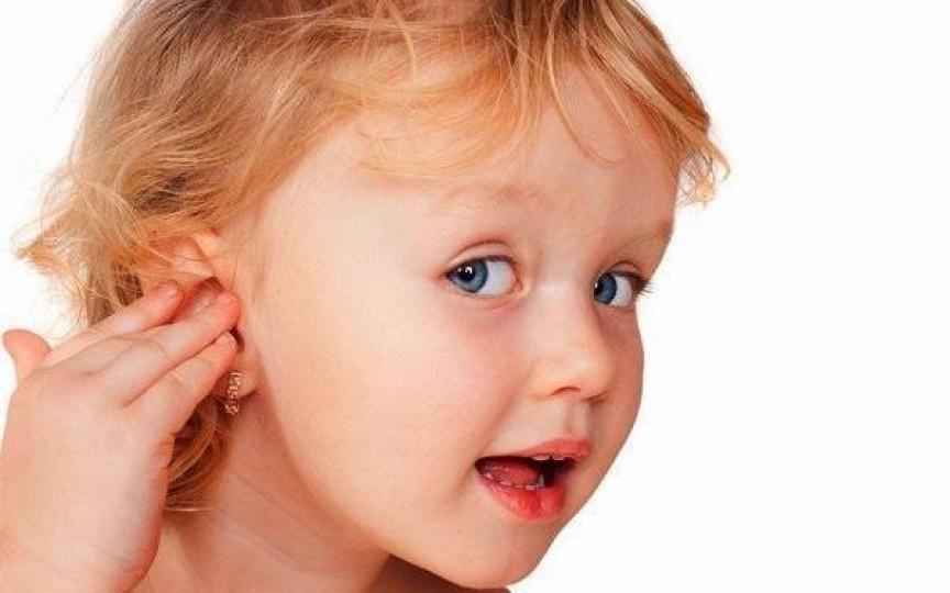 Aflați care e cea mai ușoară metodă de a elimina dopurile de ceară din urechi în condiții casnice