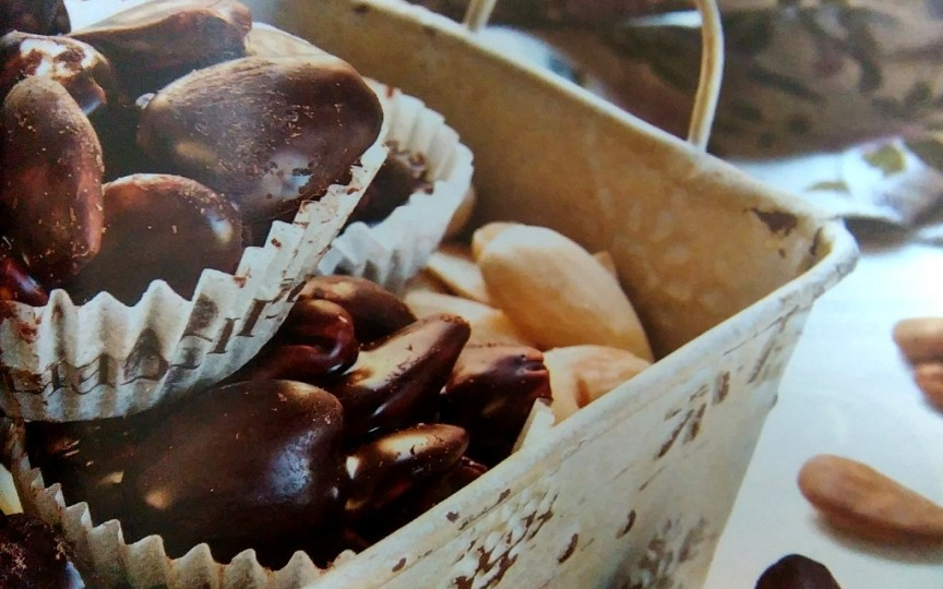 Coşuleţe cu migdale în ciocolată