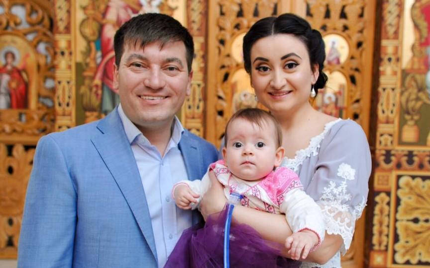 Fetița lui Costi Burlacu și a Corinei Țepeș, la prima sa aniversare