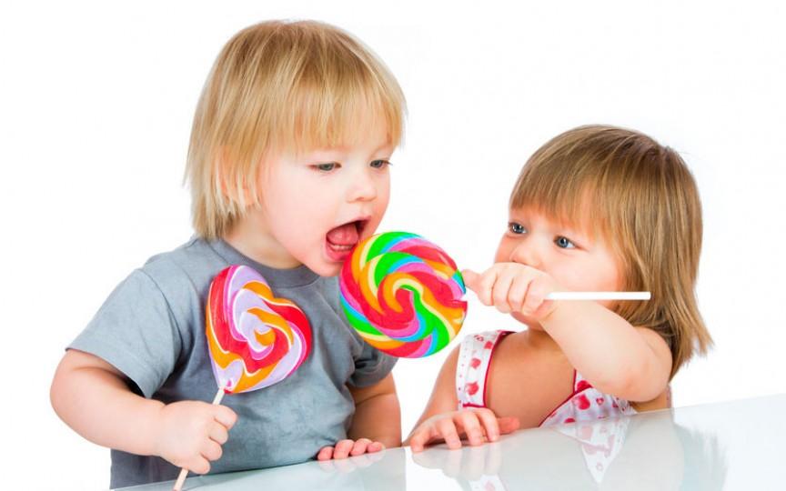 Top 3 probleme de sănătate la copii provocate de consumul zahărului