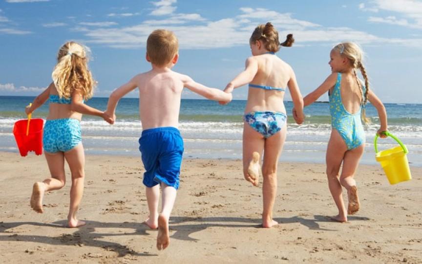 Jocuri pentru copii la plajă