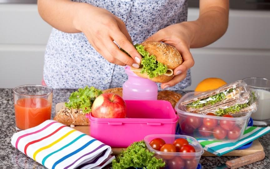 Sfaturile nutriționistului ce trebuie să conțină pachetul pentru școală a copilului