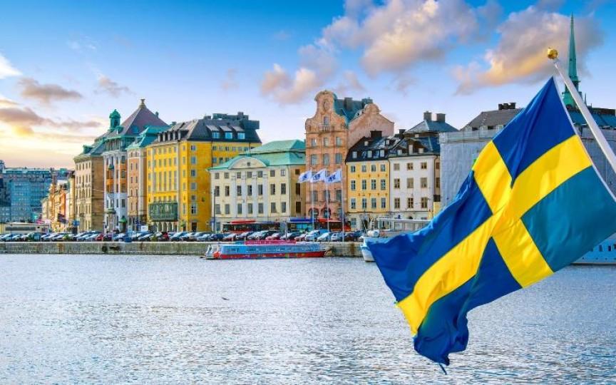 Nașterea și creșterea copiilor în Suedia: Operația cezariană se face la cererea femeii, iar vaccinarea este recomandată, dar nu este impusă de lege!