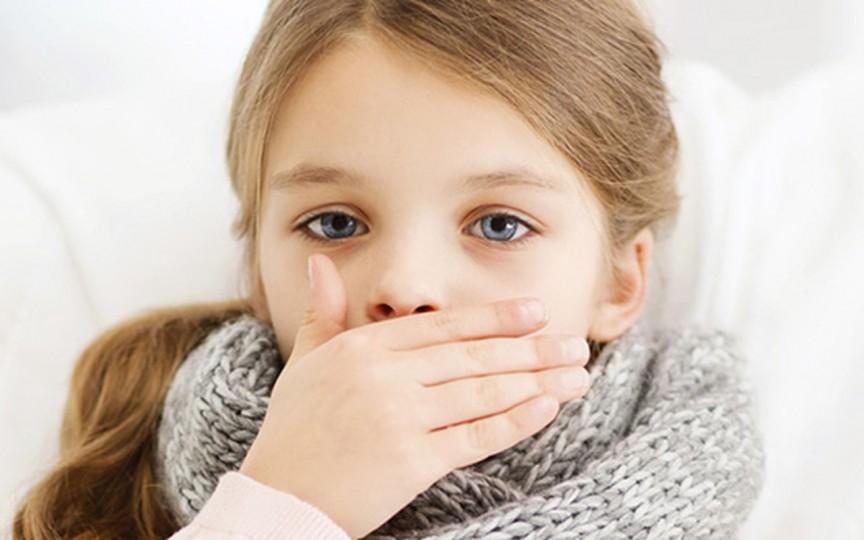Ce să faci când copilul tușește? Sfaturi practice de la specialiști