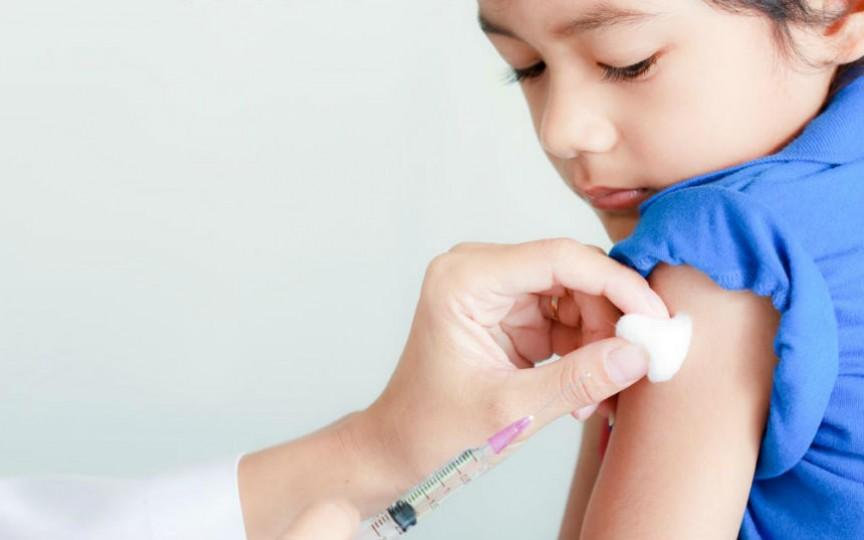Medic pediatru renumit își expune poziția vizavi de vaccinarea copiilor
