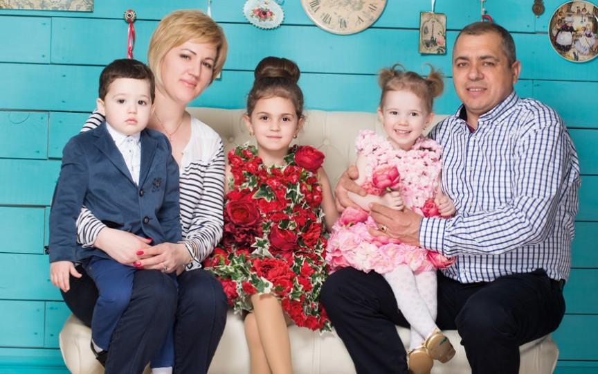 """Ionela Blănaru despre sine şi fraţii săi mai mici: """"Copilăria nu e doar perioada când copiii se joacă"""""""