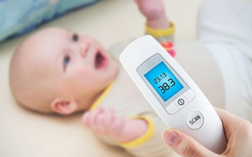 Ce faci când copilul are febră? Sfaturi pas cu pas de la medicul pediatru